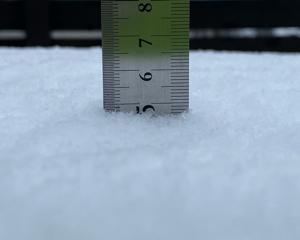 今シーズン初雪かきしました