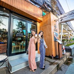 パトンビーチを歩こう!『Baba cafe food&drink』でタピオカドリングを飲もう!