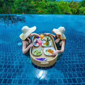 Villa Zolitude and Spa PhuketでFloating Lunch(フローティングランチ)を頂きましょう!