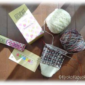 ストロベリーティーと編みかけソックス