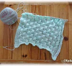 染めた糸で編んでます