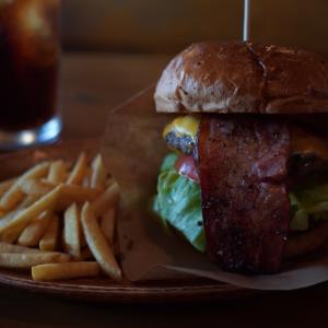 burger craftsmanのベーコンチーズバーガー