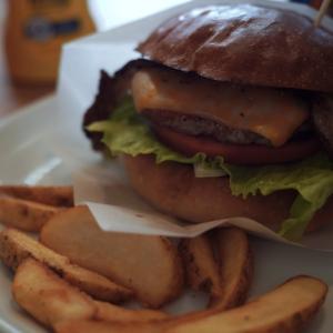 さくらバーガーの燻製ベーコンバーガー