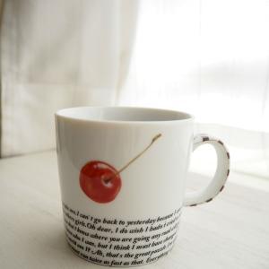 【生徒さま作品】英字×チェリーでスタイリッシュなマグカップ♡ポーセラーツフリーレッスン作品