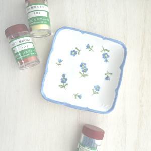 【生徒様作品】第2課題の忘れな草♡ポーセラーツ絵具で描くヨーロピアンチャイナ
