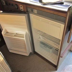 ジルの冷蔵庫の建付けを修正