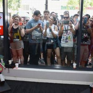 【朗報】米国でスイッチ爆売れ!合計1500万台を突破し年初から20%以上も増加、ソフト14本が100万本以上を売り上げるモンスターゲーム機に。