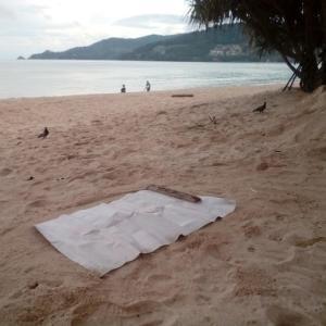 浜辺で瞑想