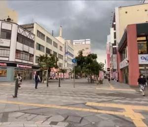【iPhone11へYouTube撮影機材へ】1300円のネックホルダーで街歩きをしつつ動画撮影レビュー♪SONY RX100との映像比較撮影
