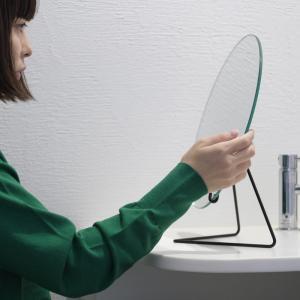 MOEBEのスタンドミラーレビュー。鏡をスタンドに乗せただけのシンプルデザインが潔い