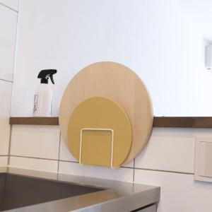 まな板を浮かせて収納できる!山崎実業の吸盤まな板スタンドがおすすめ【レビュー】