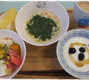 (朝)フルグラ (昼)ガーリックマヨフィッシュのお弁当 (夜)ハルピンラーメン(ワンタン入り)