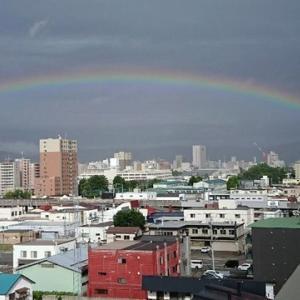 旭川の朝の虹