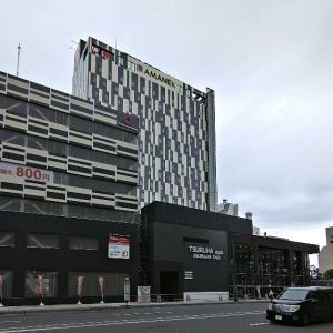 旧西武旭川A館跡地のホテルと、