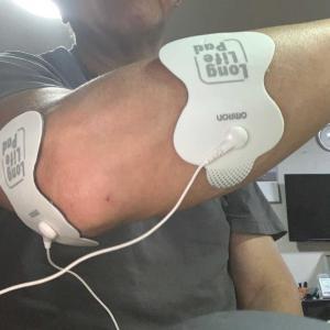 片麻痺だから反対の手がテニス肘