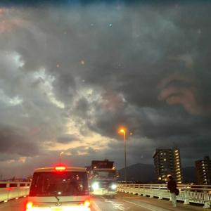 明日は天気が悪い?