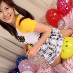 ブニュ〜ン!! 木崎実花と小泉ミツカの風船つぶしっこ♡