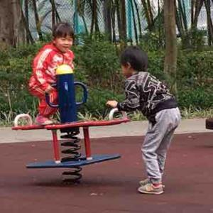 香港の普通の日曜日。普通の公園が激混みします。