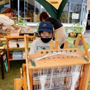 夏休みがやって来た 竹島で手織体験です