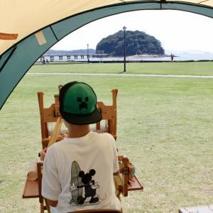 少年は竹島を見ながら一人機を織る