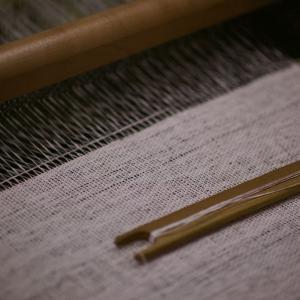 紙の糸を織る
