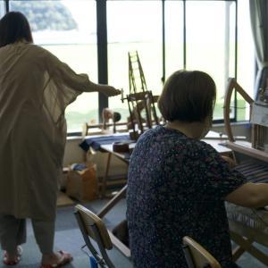 織る人も紡ぐ人も