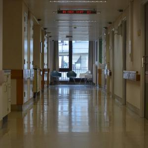 高齢者の緊急入院時に役立つ情報ファイル|ケアマネさん作成のファイルはお助けグッズ