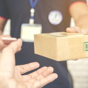 グアムの朝刊(2020.7.16):連日、郵便局に長蛇の列、解決策求む!