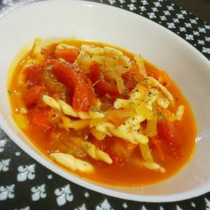 トマトと玉葱のトロフィエ アラビアータ
