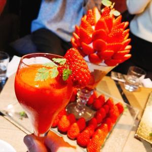 The Living@千鳥町|季節限定の苺パフェ「座ったままでイチゴ狩り」