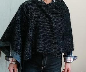 綾織りで織った布でポンチョ作成