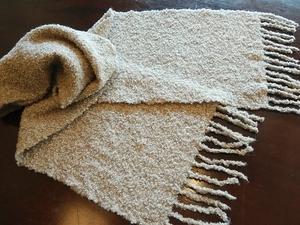 アルパカブークレ糸でマフラー織りました