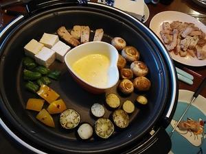 ホットプレートでチーズフォンデュ 簡単で美味しいです