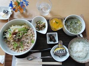 """トイーゴのかんてんぱぱで """"タイ風寒天冷麺"""" 大満足"""