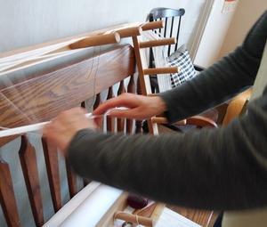織物教室moeでの様子 経糸を準備しています