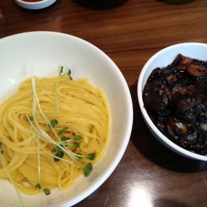 [韓国グルメ] 간짜장(カンジャージャー麺)は짜장면(ジャージャー麺)とどう違うの?