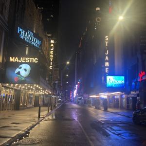 ニューヨーク、ブロードウェイ閉鎖【1月3日まで中止】
