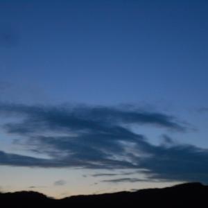 畑と夕空と娘の長野滞在