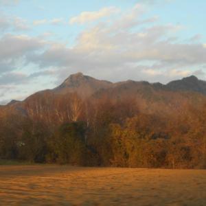 晩秋の長野と燃える山