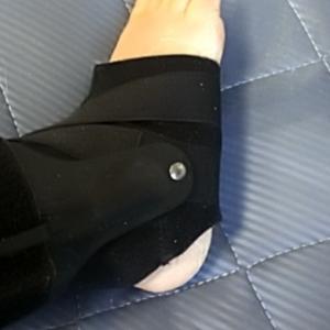 ギプスがとれた右足のかかとケアしました