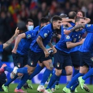 ・ 絵はパス、 イタリアはEuro2010決勝戦に、イェイ!