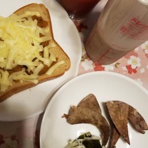朝食とおやつと昼食