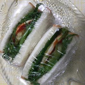6月18日(火)チキンと目玉焼きサンドイッチ