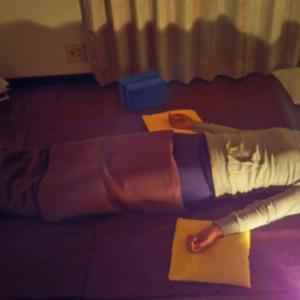 睡眠の質を動かないヨガで上げる