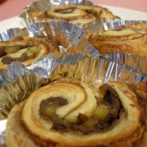 栗の渋皮煮と餡子のデニッシュロール