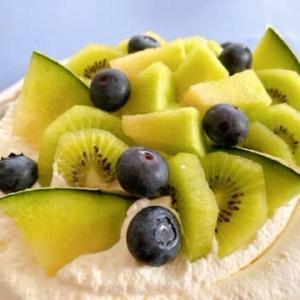 季節のフルーツのデコレーションケーキ