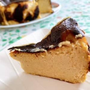 ピスタチオ風味のバスクチーズケーキ