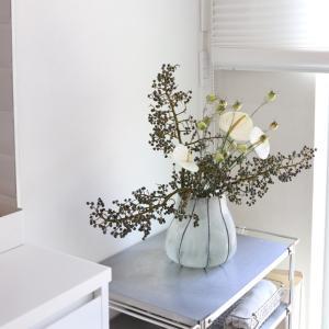 お花を飾るとお部屋が片付くって本当?