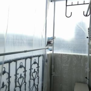 さらば、「物干し部屋」!ベランダの雨風をしのぐ透明カーテンを設置してみた