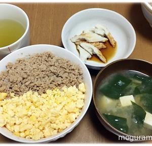 鶏そぼろ丼/笹かれいの煮つけ/巻き寿司